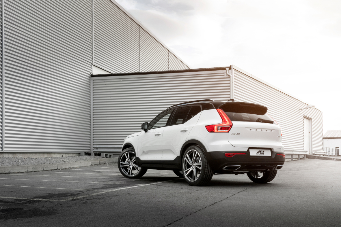 Volvo XC40 R-design with AEZ North dark 8-5x21 ET42 02